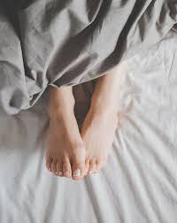 chaussuresonline-sanschaussettes-pieds-dormir-bienêtre-beauté-tendance