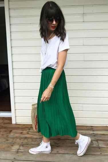 look jupe plissée avec converse haute pour la tendance jupe-baskets - chaussuresonline