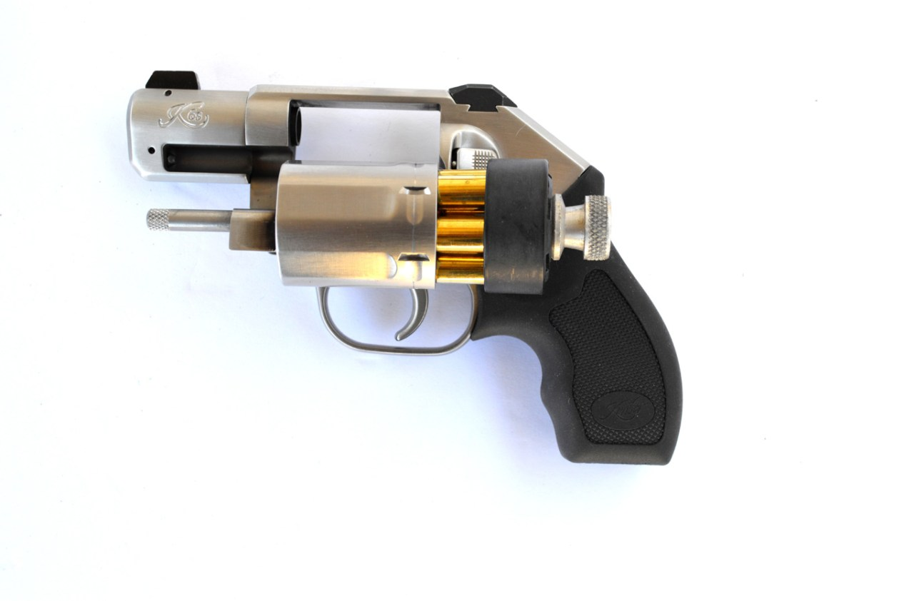 Kimber K6s with a speedloader inserted into the cylinder