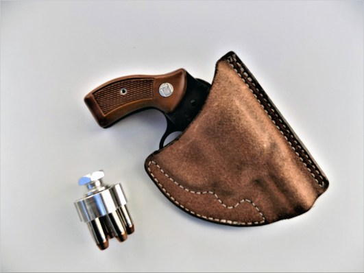 Blackhawk pocket holster and speedloader with the snubnose .38