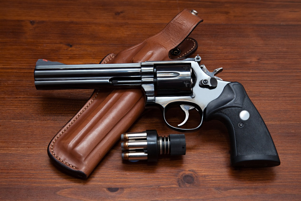 Revolver and leather holster S&W Handguns