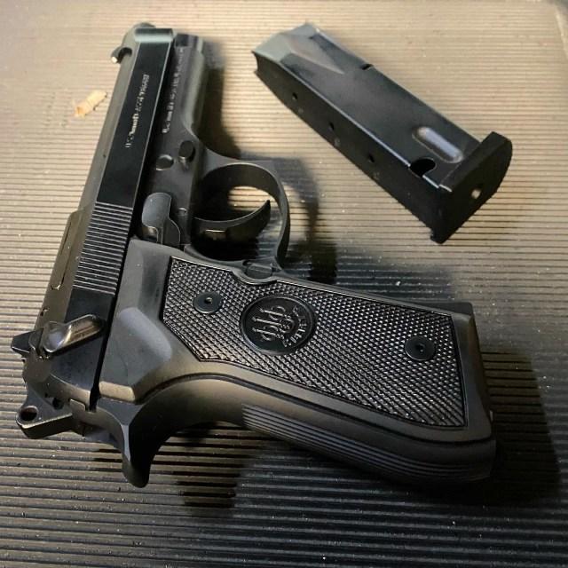 Beretta 92fs pistol