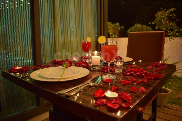 Welcoming 2021 Mid-Covid A New Year's Celebration Guide- candlelight dinner