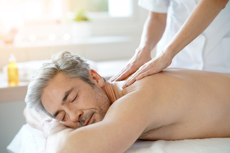 7 Little-known Fabulous Things You Should Do For Your DAD On this Father's Day-a Father having a spa