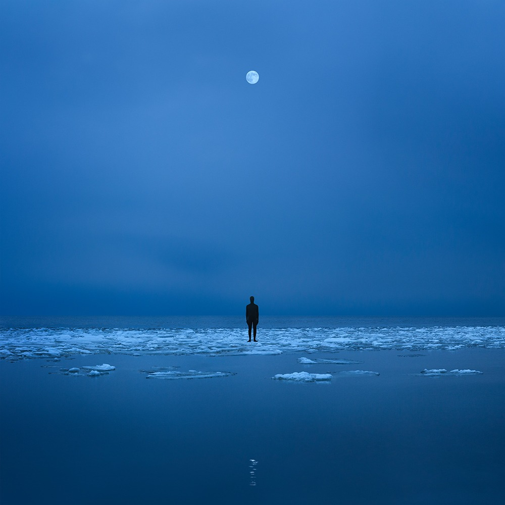 Gabriel Isak photo: Person in the water at night with full moon