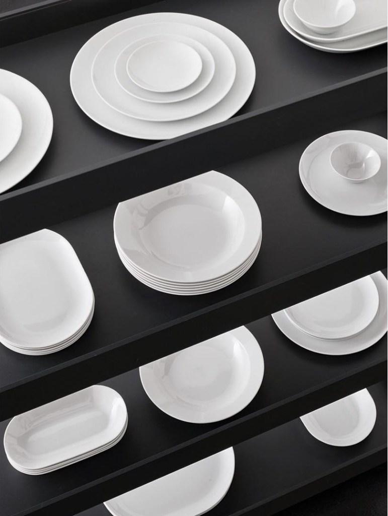 Still life by Jonathan Mauloubier - Plates
