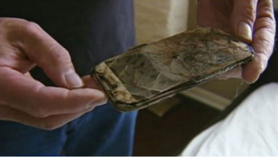 Samsung Galaxy S4 Catches Fire and Melts Under Pillow of Teenage Girl -1