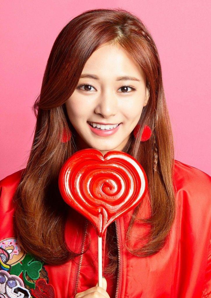 Twice Tzuyu with candies