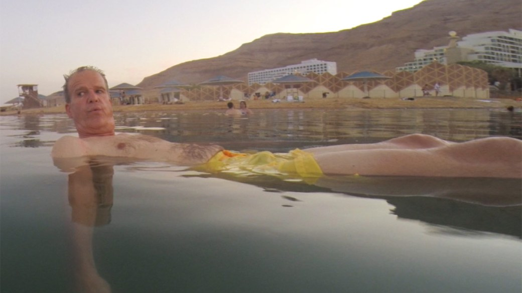 Der Autor treibt im Toten Meer