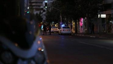 Polizei am Abend in Tel Aviv