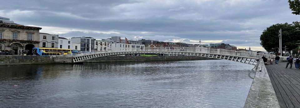 Droichead Ha'Penny thar Abhainn na Life, Baile Átha Cliath, Laighean, Éire