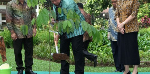 Indonesian President Susilo Bambang Yudhoyono visits Center For International Forestry Research (CIFOR) in Bogor, West Java, Indonesia, Wednesday, June 13, 2012. (Photo:Dita Alangkara)