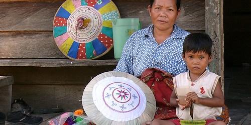 Memasukan standar dan perlindungan sensitif gender dalam rangka mengembangkan strategi transformatif-gender atau program REDD+ dapat mengubah paradigma dan hasil dalam solusi perubahan iklim yang berkontribusi untuk peningkatan kesetaraan gender dan hak-hak perempuan. Foto oleh CIFOR