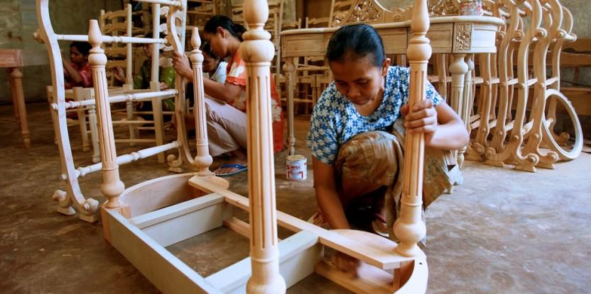 Women workers finish assembling furniture. Jepara, Central Java, Indonesia. Murdani Usman/CIFOR
