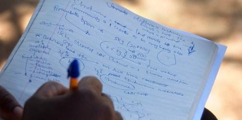 Mempelajari dinamika penggunaan lahan di Zambia. Sebuah studi baru berusaha untuk mengkategorikan berbagai instrumen kebijakan pengelolaan lahan, dan juga interaksinya di antara berbagai instrumen tersebut. Jeff Walker/foto CIFOR