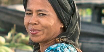 Kalimantan woman 2