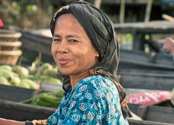 Manfaat sosial dan ekonomi sawit memang nyata, namun diskusi tentang  masa depan sawit seringkali melupakan peran perempuan.  Foto: killerturnip/flickr