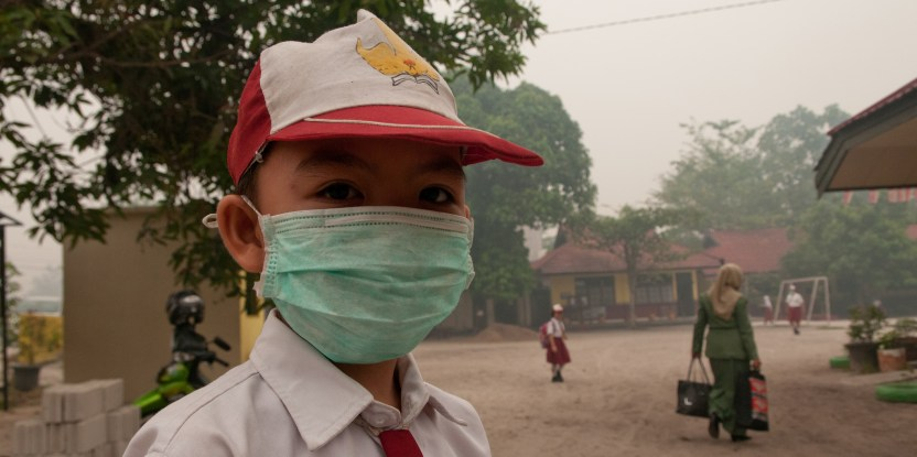 Children are reminded to wear their masks every day while at school, to guard against the thick smoke from the peat fires. Photo by Aulia Erlangga/CIFOR