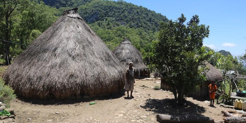 Penduduk desa harus menaati dan menerapkan sejumlah aturan terkait tata kelola hutan, seperti menjaga hutan lindung.