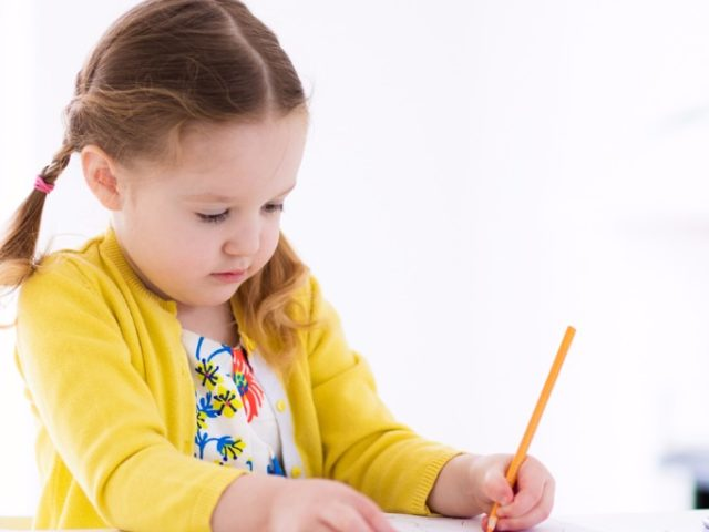 Is your kid scared to go to school? Here are some tips.