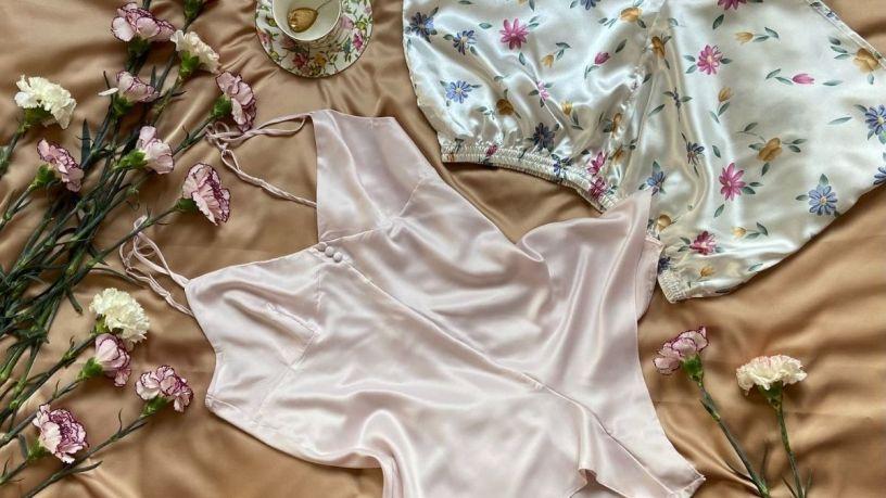 descansa cómoda con un pijama