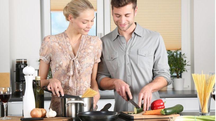 ¿Vas a vivir con tu pareja? Esto no les puede faltar