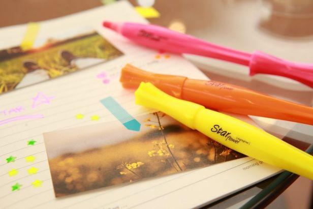 marcatextos sobre cuaderno de apuntes - Claro shop