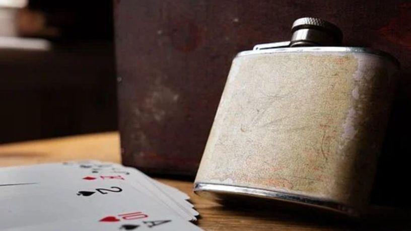 ¿Conoces la historia de las licoreras de bolsillo?