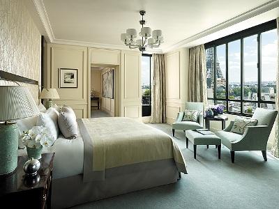 Shangri La Paris room