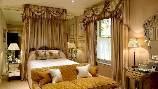 007256-04-bedroom-deluxe-queen