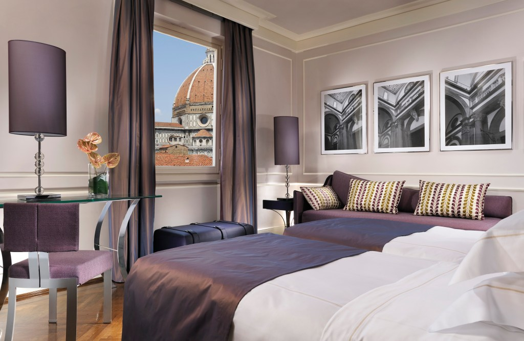 3_Deluxe Room Direct View of Duomo and Campanile