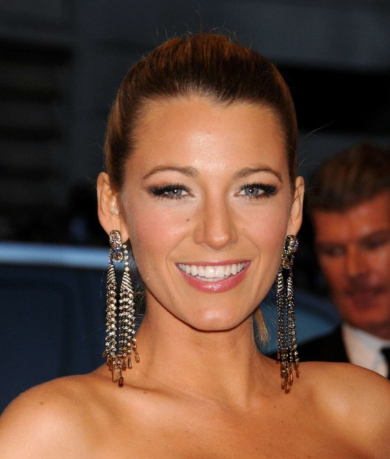 Blake-Lively---2013-Met-Gala-at-the-Metropolitan-Museum-of-Art--06