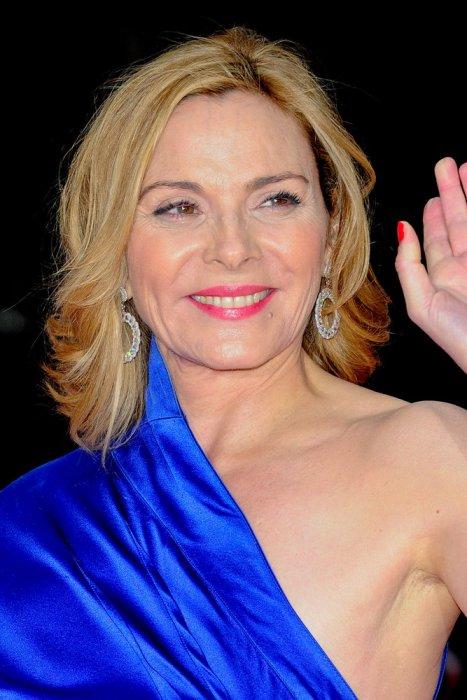 Kim Cattrall, 57 anni: rossetto fucsia, ma glossy!