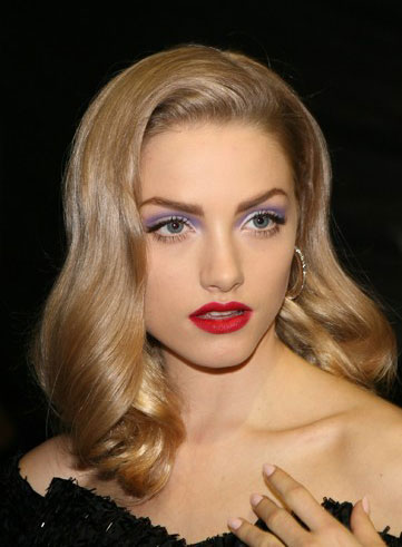 lilac-eyeshadow-and-red-lips-40s-makeup-at-christian-dior-spring-2010-show
