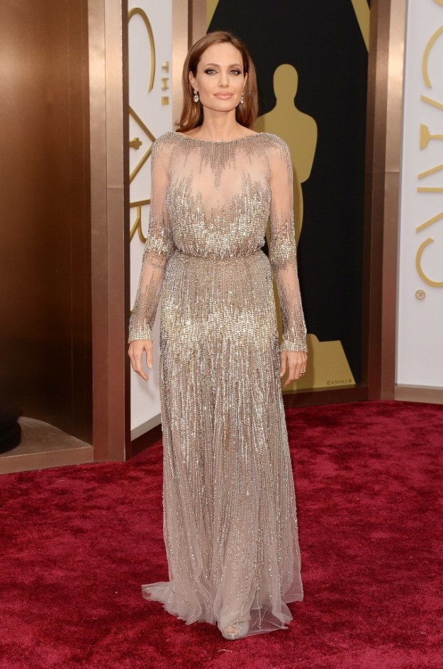 81781d6e7220777b_angelina-jolie-gold-oscars-dress-2014.jpg.xxxlarge_2x