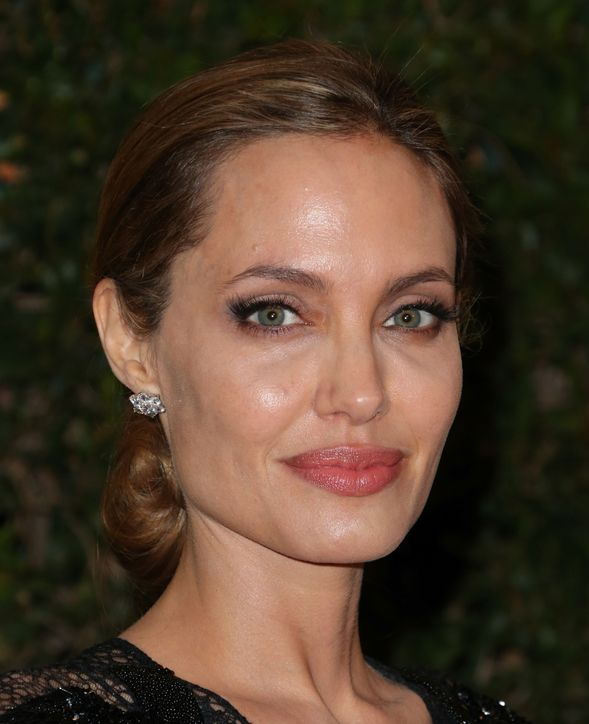 angelina-jolie-eyelashes-h724