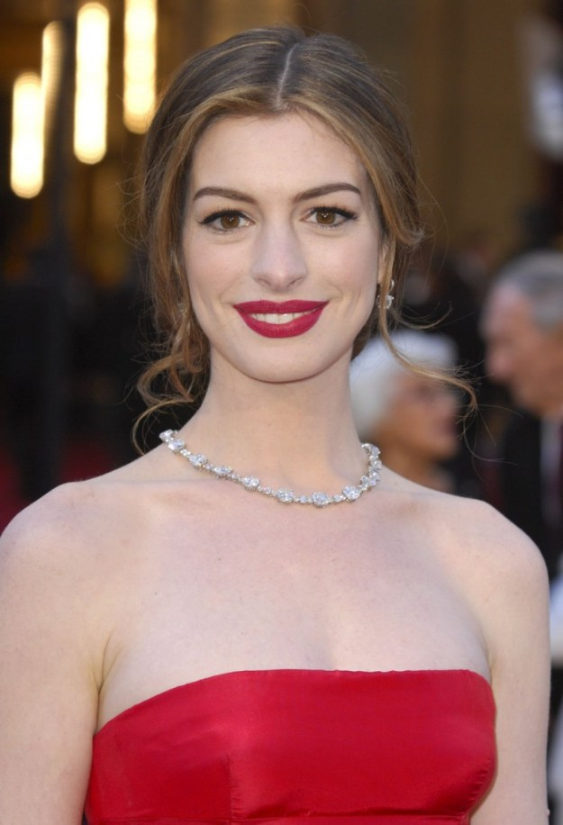 anne_hathaway_red_lips_silver