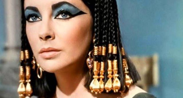 e la favolosa Cleopatra, che come regina non poteva che avere un trucco da favola!