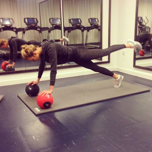 1417611075_karlie-kloss-victorias-secret-fashion-show-2014-workout-instagram