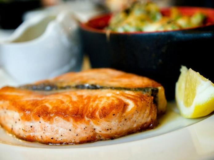 cliomakeup-dieta-plank-salmone
