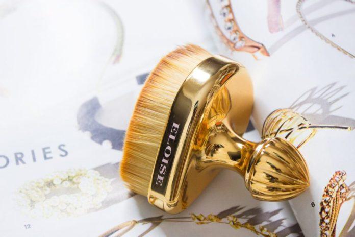 cliomakeup-beauty-product-famosi-social-eloise-beauty-teardrop-brush-yaa-lia.jpg