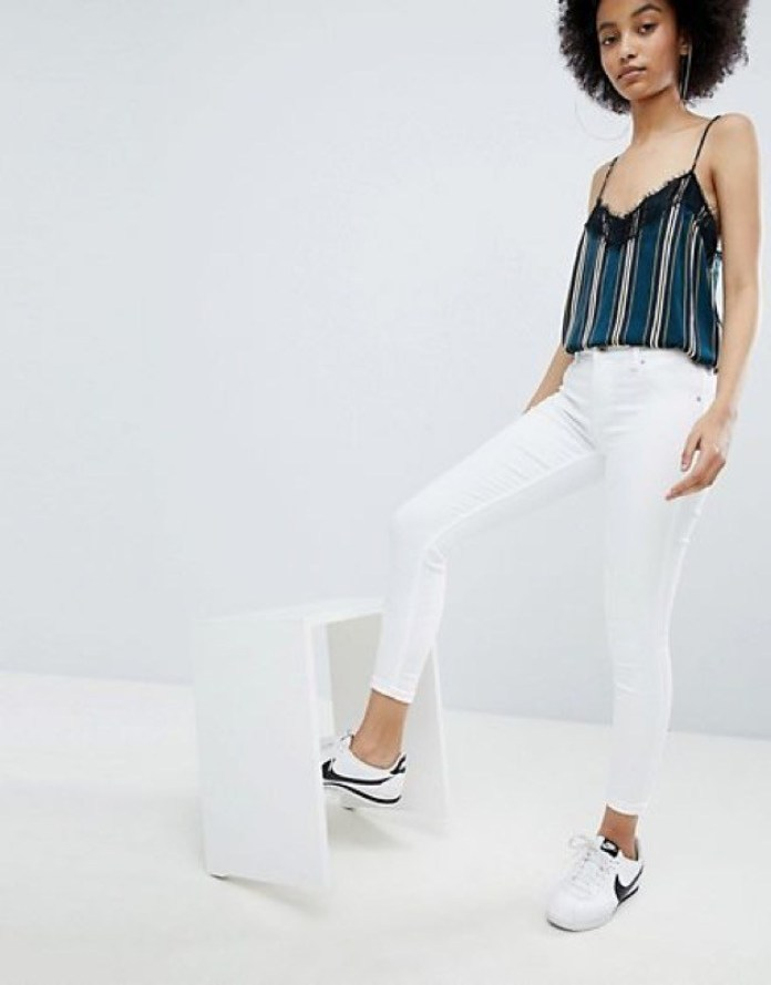 cliomakeup-total-white-jeans.jpg