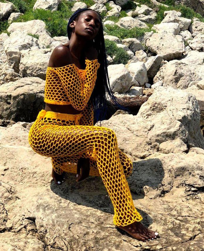 ClioMakeUp-trend-estate-2019-3-giallo-ragazza-dark-skin.jpg