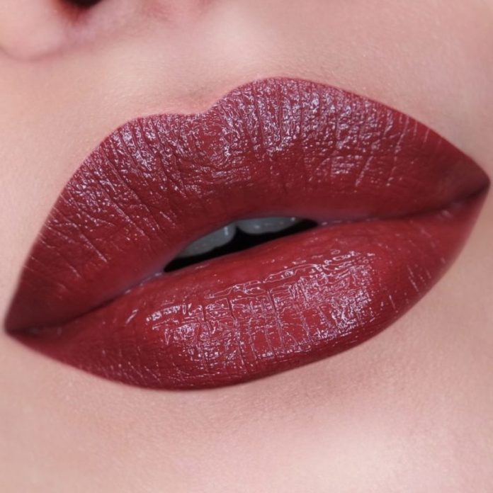 cliomakeup-denti-gialli-makeup-6-rosso-scuro-grigio