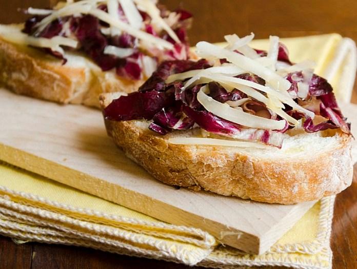 cliomakeup-ricette-estive-light-7-crostini-radicchio-parmigiano