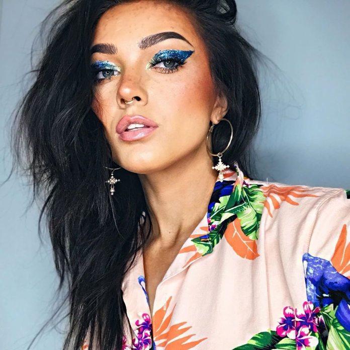 Cliomakeup-eyeliner-primavera-estate-2019-12-cat-eye-glitter