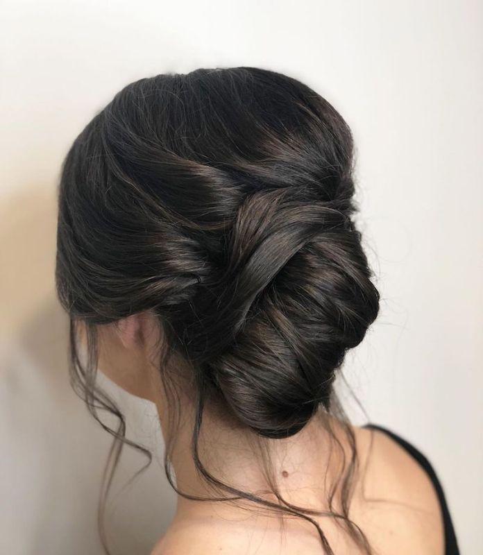 cliomakeup-acconciature sposa capelli lunghi-4-raccolto-classico