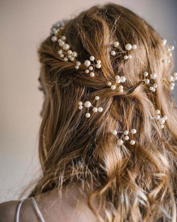 cliomakeup-acconciature sposa capelli lunghi-7-semiraccolto-perle