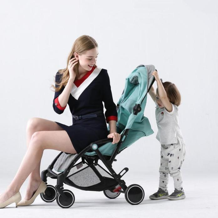 cliomakeup-affrontare-viaggio-aereo-neonato-9-hostess-baby