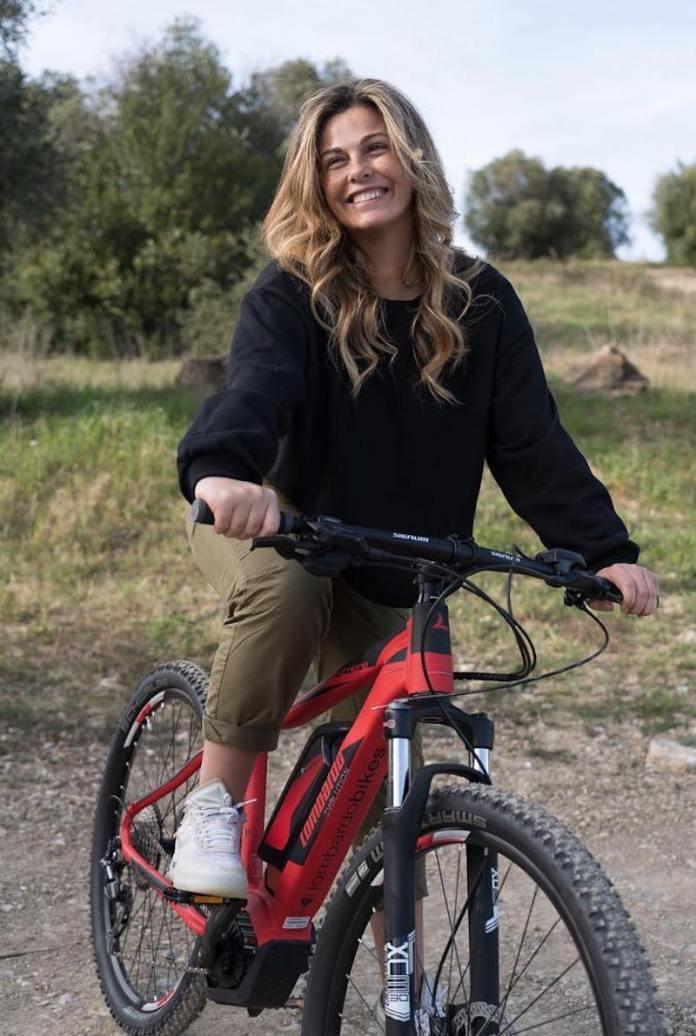cliomakeup-copiare-il-look-di-vanessa-incontrada-6-sportiva-bici